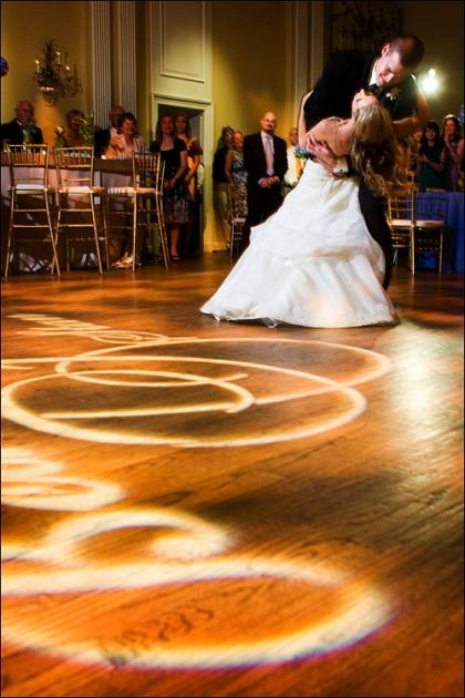 finch dancing